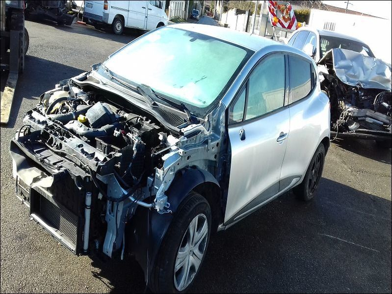 CLIO 1.5 DCI 75 GRAPHITE accidentée