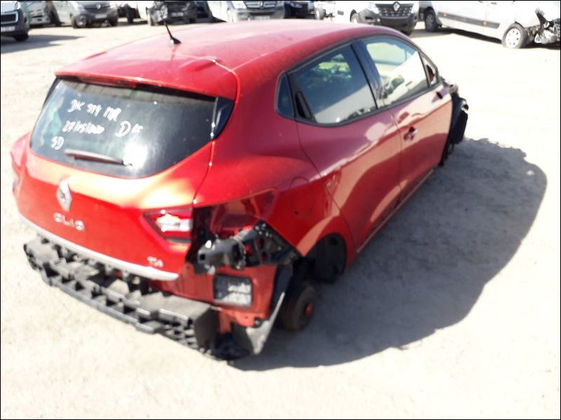 CLIO IV accidentée