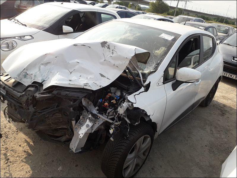 CLIO IV 1.5 DCI 90 ZEN accidentée