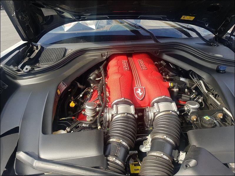 CALIFORNIA 4.3 V8 489cv accidentée