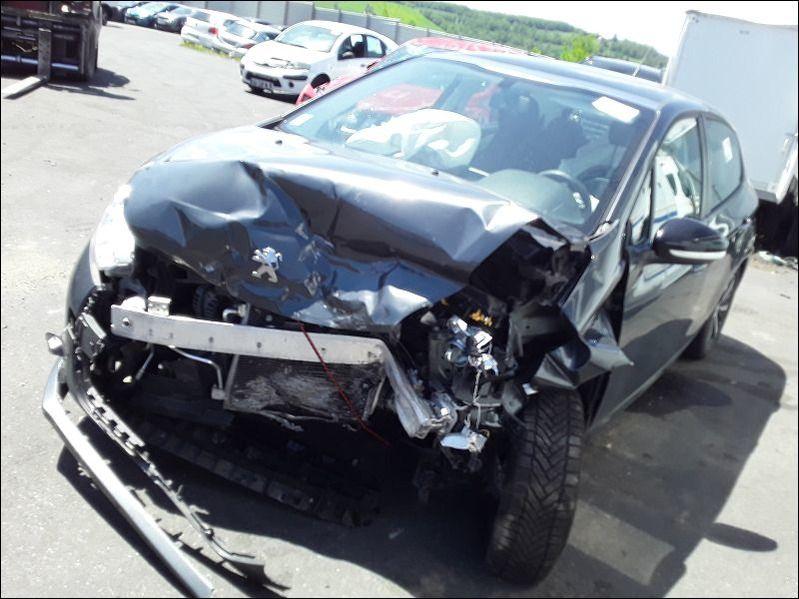 208 208 1.2i PureTech 12V - 82 Active accidentée